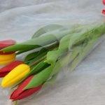 Шикарные букеты из тюльпанов к 8 Марта под заказ