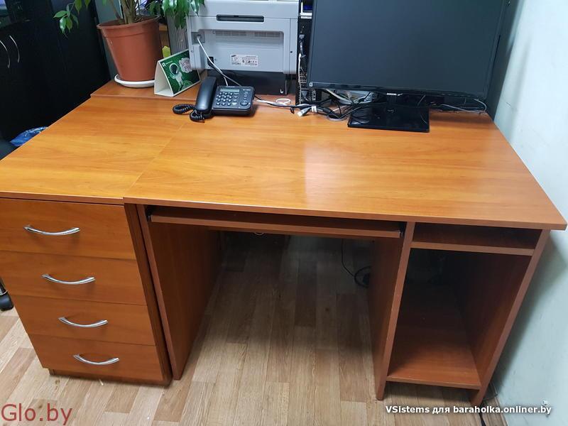 Продадим 2 офисных / компьютерных стола. Недорого