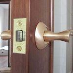 Установка межкомнатных дверей недорого. Минск и район
